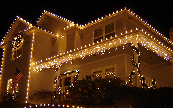 Three Easy Steps to a Perfect Christmas Light Set Up